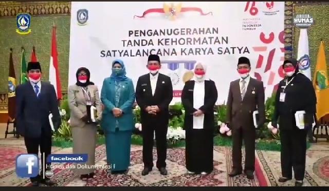 Gubernur Kepri Ansar Anugrahkan Tanda Kehormatan Satyalancana Karya Satya bagi ASN Berprestasi